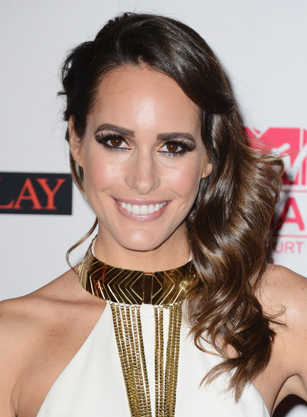Louise Roe Side Swept Curls