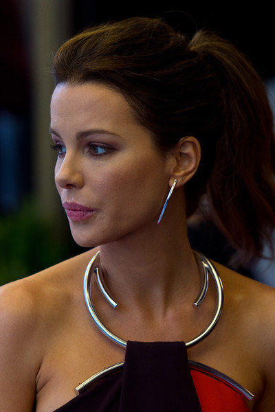 Kate Beckinsale always wears the most elegant ponytails!