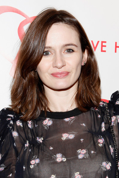 Emily Mortimer's Mid-Length Cut