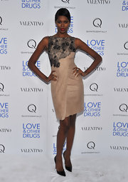 Jessica White struck a fierce pose in black pointy toe pumps. The timeless pumps paired perfectly with a ladylike blush cocktail dress.