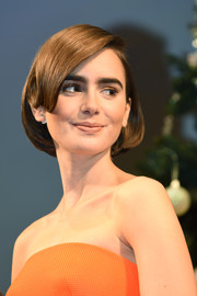Lily Collins sported a very neat and charming bob at the 'Love, Rosie' Tokyo premiere.