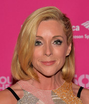 Jane Krakowski looked pretty with her half-pinned bob at the Broadway opening of 'She Loves Me.'