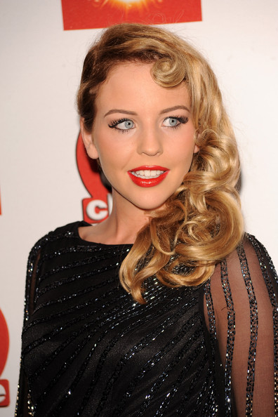 Lydia Bright Retro Hairstyle