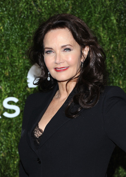 Lynda Carter Long Curls [hair,face,hairstyle,lip,lady,black hair,beauty,eyebrow,long hair,brown hair,god,lynda carter,love,golden heart awards,new york city,spring studios]