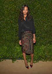 Zoe Saldana kept her look classic and sophisticated with a black loose button down.