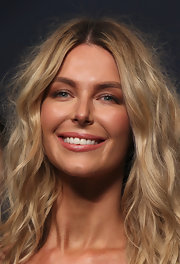 Jennifer Hawkins walked the runway at the Fleur Wood spring/summer fashion launch in Sydney, Australia. She looked beautifully bronzed with only minimal makeup: just a sweep of shimmering, copper eyeshadow across her lids and a coat or two of mascara.