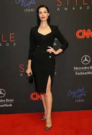Jessica Pare finished off her look with fierce gold pointy pumps.