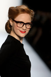 Barbara Meier completed her retro look with bright red lipstick.