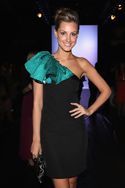 Laura Dundovic looked party-ready in a black and green one-shoulder dress at the Maticevski fashion show.