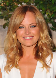 Malin Akerman completed her white ensemble with dark and full lashes.