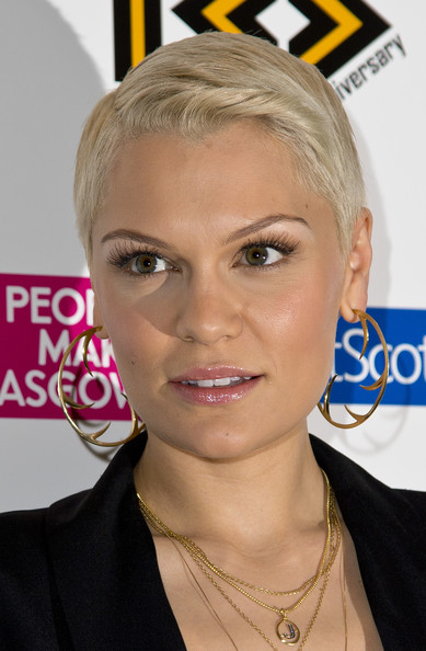 Jessie J attended the MOBO Awards wearing a short side-parted hairstyle.