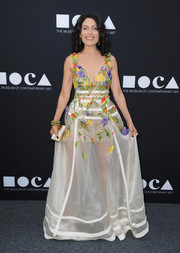 Lisa Edelstein paired her alluring dress with an elegant gold clutch.