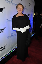 Julie Andrews topped off her elegant black ensemble with a pair of classic white gloves.