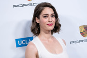 Lizzy Caplan kept it sweet with these short curls at the Reel Stories, Real Lives event.