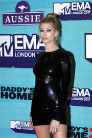 Hailey Bieber wore a pair of elegant diamond rings at the 2017 MTV EMAs.