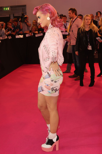 More Pics of Katy Perry High Heel Oxfords (2 of 17) - Oxfords Lookbook - StyleBistro [red carpet,carpet,clothing,fashion,flooring,footwear,leg,event,fashion model,public event,mtv europe music awards,odyssey arena,belfast,northern ireland,katy perry,arrivals]