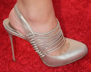 Lo complemented the strappy detailing on her dress with matching metallic slingbacks.
