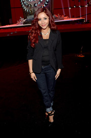 Nicole Polizzi completed her outfit with classic blue jeans.