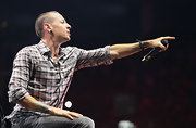 Chester Bennington performed at the MTV World Stage wearing a plaid button-down shirt and jeans.