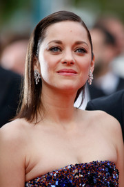 Marion Cotillard rocked a slicked-down, pin-straight hairstyle at the Cannes premiere of 'Macbeth.'