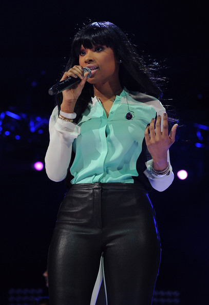 More Pics of Jennifer Hudson Button Down Shirt (1 of 1) - Jennifer Hudson Lookbook - StyleBistro