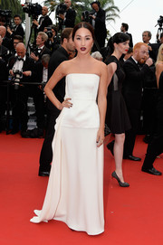 Nicole Warne made an appearance at the 'Mad Max: Fury Road' Cannes premiere wearing a classic white strapless gown.