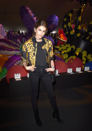 Kaia Gerber completed her outfit with black skinny jeans.