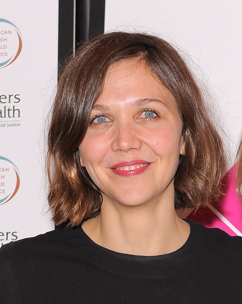 Maggie Gyllenhaal Bob [hair,face,hairstyle,eyebrow,chin,lip,head,beauty,skin,forehead,the public theater,new york city,public theater presents courage in concert,maggie gyllenhaal]