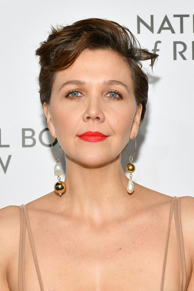 Maggie Gyllenhaal Messy Cut [hair,face,lip,hairstyle,chin,shoulder,skin,eyebrow,beauty,cheek,arrivals,maggie gyllenhaal,new york city,cipriani 42nd street,the national board of review annual awards gala,national board of review annual awards gala]