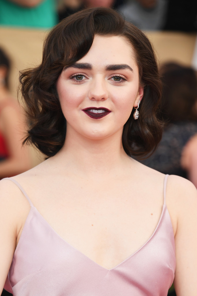 Maisie Williams Short Curls Maisie Williams Looks Stylebistro