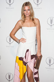 Toni Garrn dressed up her flowy summer dress with a metallic envelope clutch for Paris Fashion Week.