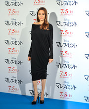 Angelina Jolie looked quite the diva in a draped off-the-shoulder LBD during the 'Maleficent' press conference in Tokyo.