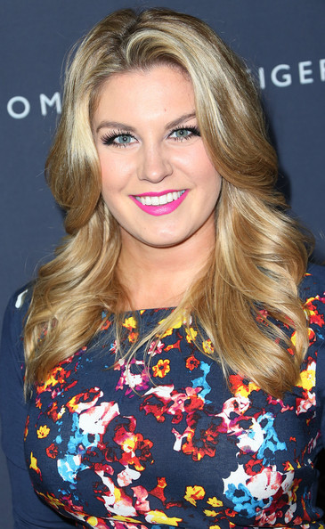 Mallory Hagan Long Wavy Cut