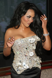 Lil Kim wore a diamond bracelet at a concert.