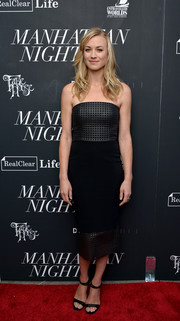 Yvonne Strahovski complemented her dress with simple black ankle-strap heels.