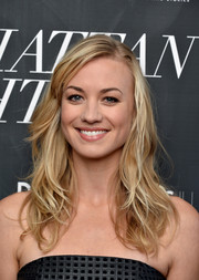 Yvonne Strahovski showed off a beachy wavy hairstyle at the 'Manhattan Night' New York screening.