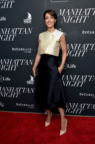 Jennifer Beals polished off her look with a black A-line skirt.