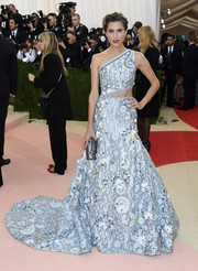 Allison Williams looked exuberant at the Met Gala in an ice-blue Peter Pilotto one-shoulder gown with a waist cutout.