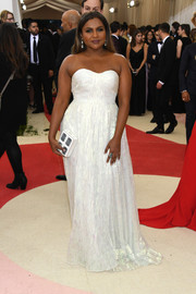 Mindy Kaling was a classic beauty in a strapless, sweetheart-neckline gown by Tory Burch at the Met Gala.