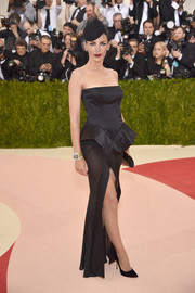 Liberty Ross was classic and glam in a vintage black Galliano peplum gown at the Met Gala.