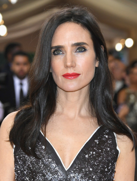 Jennifer Connelly was casually coiffed with this subtly wavy 'do at the Met Gala.