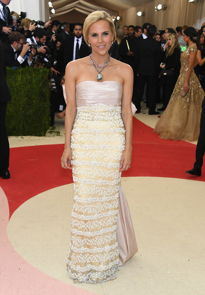 Tory Burch looked sweet at the Met Gala in a strapless gown with a lacy skirt and a huge bow at the back.