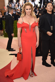 Amy Schumer matched her dress with a studded red purse.