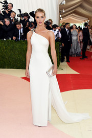 Rosie Huntington-Whiteley looked like a goddess in her white Ralph Lauren one-shoulder gown at the Met Gala.
