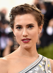 Allison Williams looked absolutely darling with her braided updo at the Met Gala.