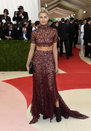 Jessica Hart completed her eye-catching ensemble with a pair of burgundy and black brocade boots.