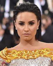 Demi Lovato finished off her beauty look with a swipe of lipgloss.
