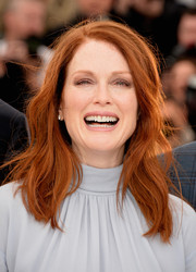 Julianne Moore sported a casual yet lovely wavy hairstyle at the 'Map to the Stars' photocall.