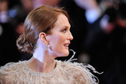 Julianne Moore added extra sparkle to her embellished outfit with a pair of dangling flower earrings by Chopard.