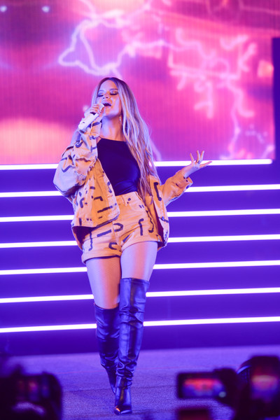 Maren Morris Over the Knee Boots [performance,entertainment,performing arts,music artist,public event,thigh,stage,violet,event,fashion,the wiltern,los angeles,california,maren morris in concert,maren morris]